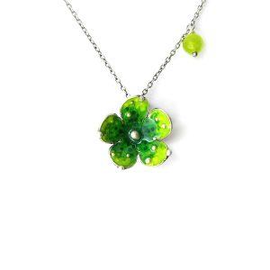 collana con fiore verde